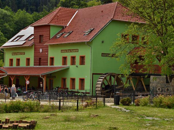 Rekreační středisko Hálův mlýn (Lažánky)